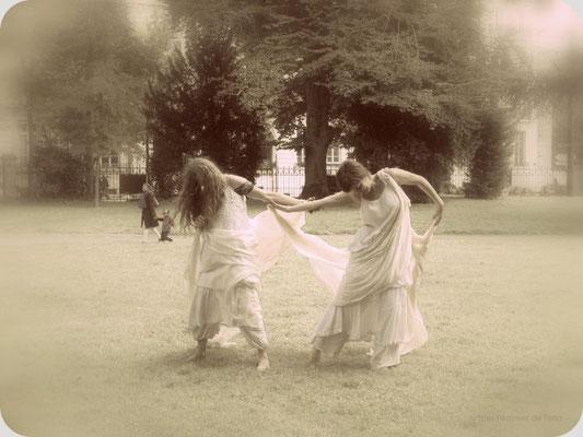 Drachin von Terra et Jess Nightengale_réprésentation au marché de la création, jardin Darcy_photo Nicole Clarac-Lagès 2015