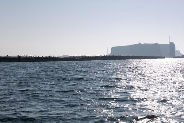 Helgoland im Sonnendunst