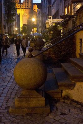 Gdansk bei Nacht, Stoop