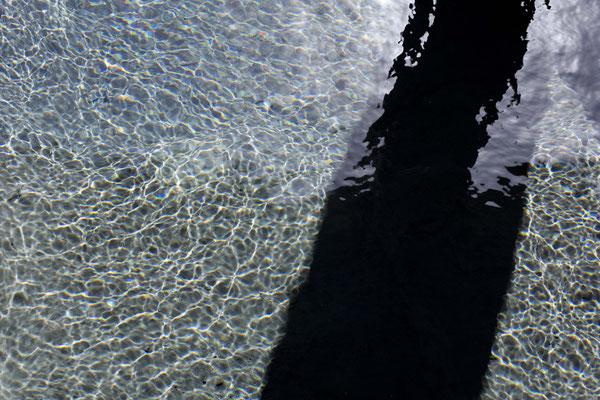 Salzigstes Wasser, frisch aus der Quelle, Qeshm, Iran