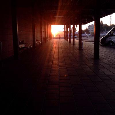 Busstation in Klaipeda, Sonnenaufgang