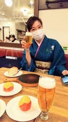 「提供できませんので、美味しい物をどこかで食べて帰って下さい」のお言葉通り、一龍齋貞寿御姉さんと、そっとランチビールで「宮治くんおめでとー」の乾杯!