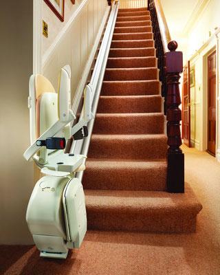 Hier steht der Lift zusammen geklappt, damit er die Treppe nicht blockiert.