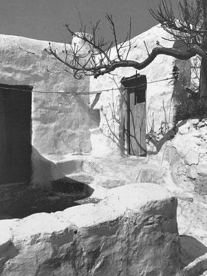 Chorio in Moroergo (Mykonos), 1973, central courtyard