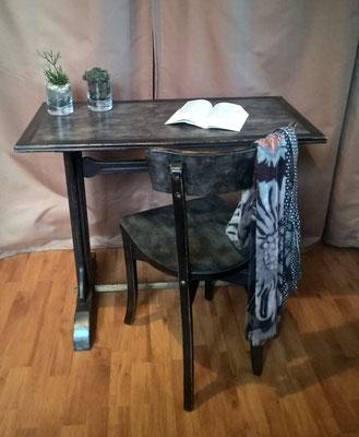 table bistrot avec un effet de patine industrielle
