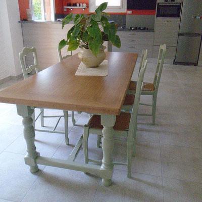 Table ,chaises Modernisées  Crolles