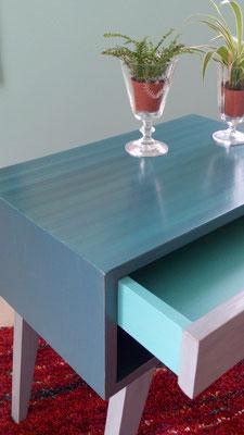 détail du plateau peint en dégradé de bleu
