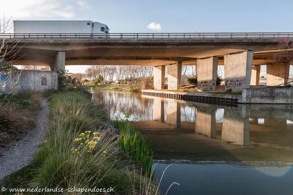 Autobahnbrücke über den Canal du Midi