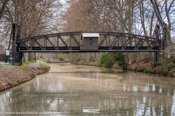 Eine Hebebrücke kurz vor Béziers