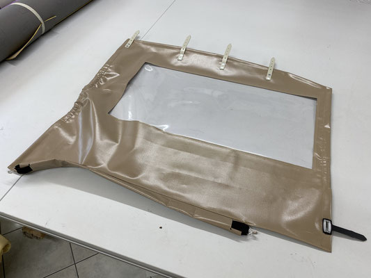 Die neu angefertige Seitenplane bereit für die Montage am Deutz.