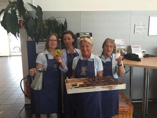 Kuchenverkauf für einen guten Zweck - beim Motor Nützel Fun Lauf 2015