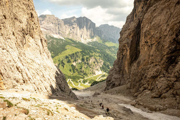 The gruelling ascent on the scree slope up to rifugio Piscadiu