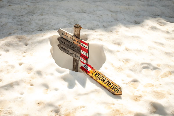 A 2 meter sign almost completely submerged in the snow