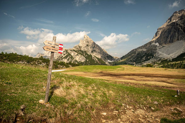 A sign pointing to rifugio Averau near Passo Falzarego