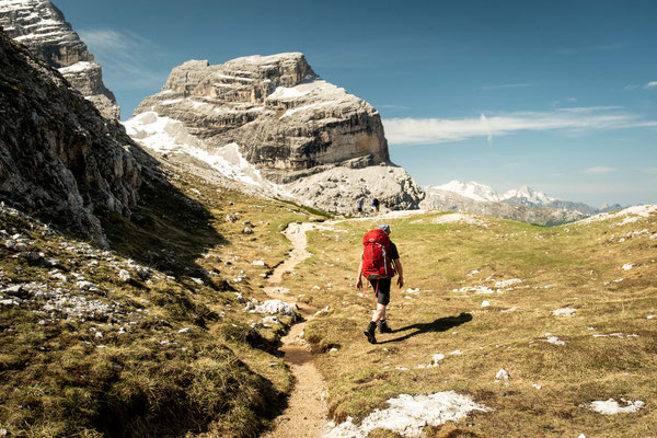 The begin of the ascent on path no 20 b to Forcella Lago Lagazuoi