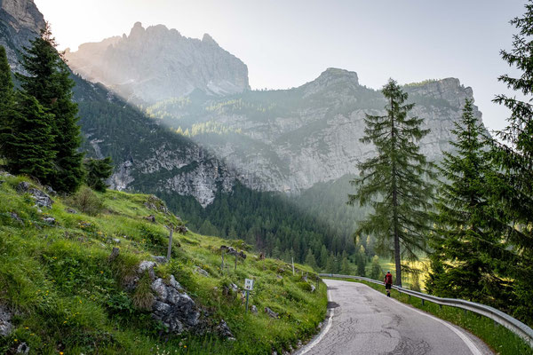 Hiking along the road from Passo Duran
