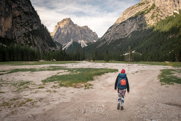 Hiking from rifugio Tre Scarperi through the Campo di Dentro Valley