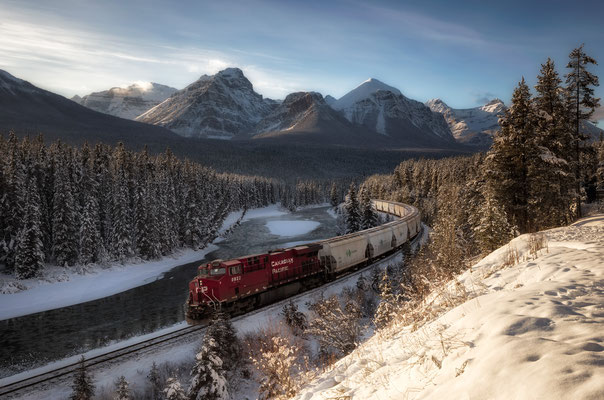 Morant's Curve - the famous stop along the Bow Valley Parkway