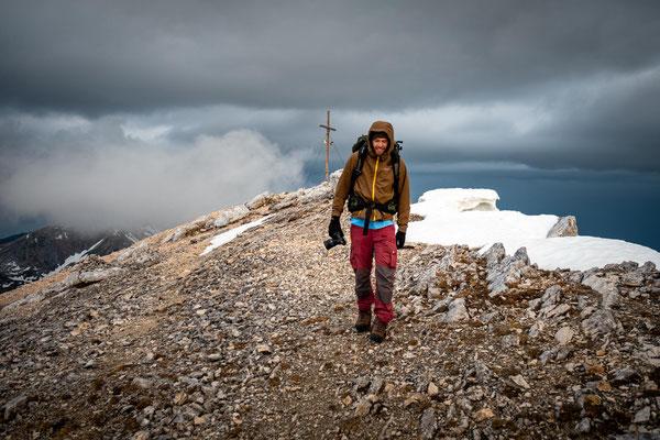 Descending from the summit of Croda del Becco