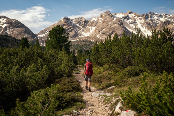 Hiking through Fanes Sennes Braies Nature Park on the second day of Alta Via 1