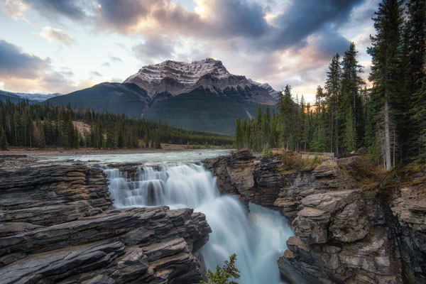 Athabasca Falls. The complete travel guide to Icefields Parkway in Canada