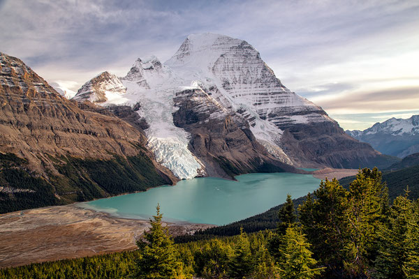 Berg Lake and Mount Robson. Guide to Berg Lake Trail - Mount Robson Provincial Park in Canada