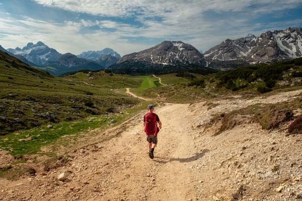 Alta Via 1 - Day 2. Hiking from rifugio Biella toward rifugio Sennes