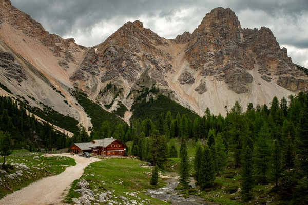 the views towards the end of the hike to rifugio Fanes (not pictured)
