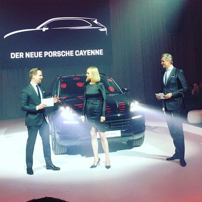 Moderatorin Porsche