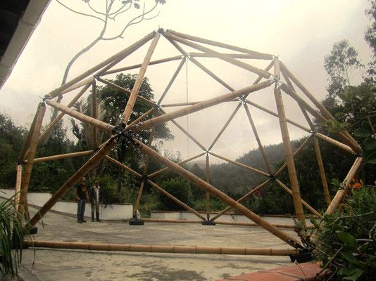 Domo geodésico 8.6m diámetro de base y 5.3m de altura © Grupo Geopues