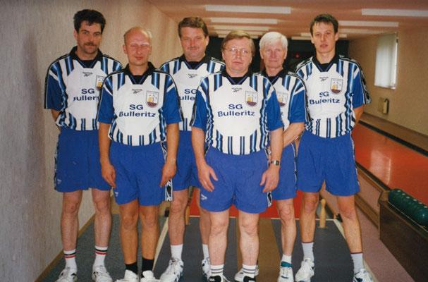 SG Bulleritz Mannschaft II vor dem 1. Punktspiel am 10. Oktober 1998 in Bulleritz gegen die Thonberger SG 1931 IV