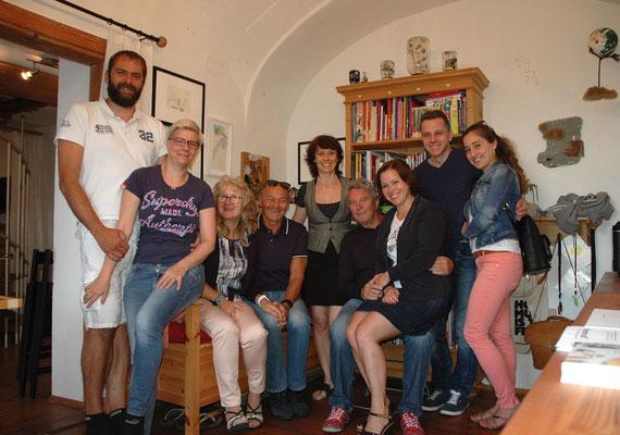 KOSMOS AUF! / atelier der fantastischen kosmen / familie und freunde / foto (c) claudia tober