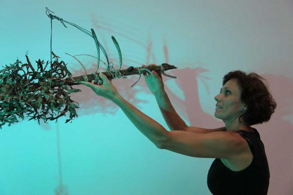 ICLA 2016, city lab im tanz atelier wien, mit meinem fundsachen-objekt aus dem country lab  / foto: (c) silvia maria grossmann