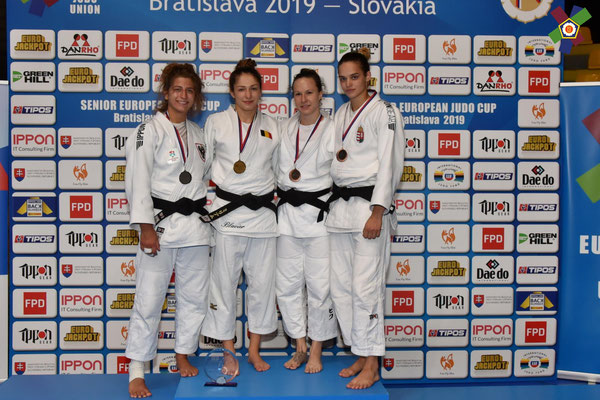 Larissa gewinnt Bronze. 2. von links