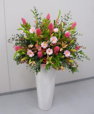出演者人数分に分けることを考慮したお花でアレンジしました