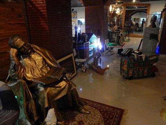 国民的文豪のアラマ・イクバルの像