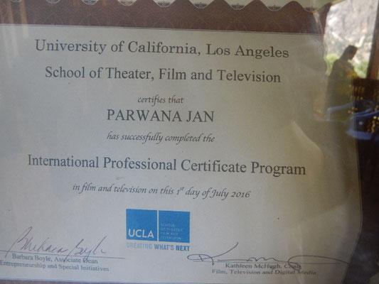 シャザダカーンの息子はカリフォルニア大学の劇映像学校を卒業している
