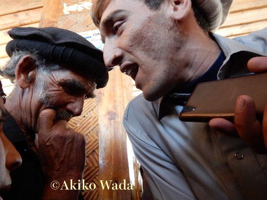 ウチャオでは若い青年も夢で見た話を歌にした