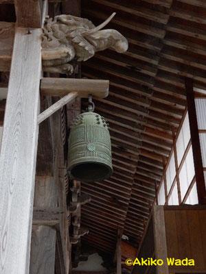 西性寺の象の梁と鐘