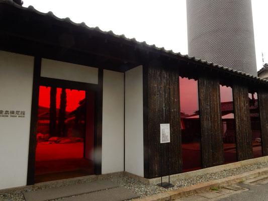 豊島横尾館の外観。中は驚く光景が。(中は撮影禁止)