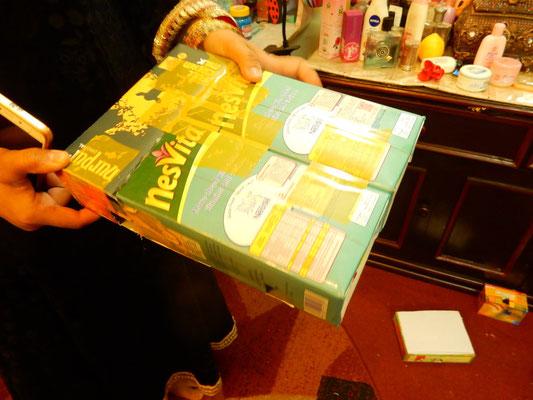 材料となるジュースの箱