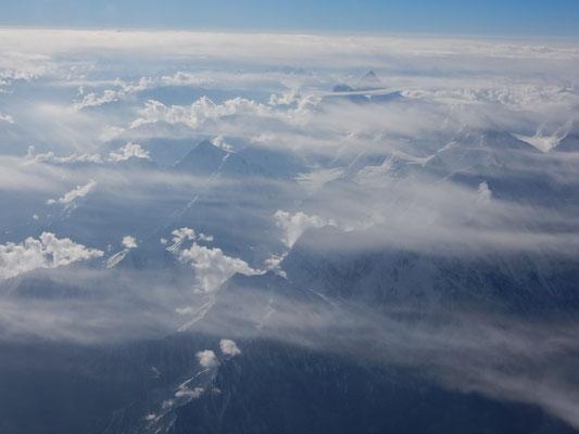 ウルムチ〜イスラマバードのフライトで見た崑崙山脈