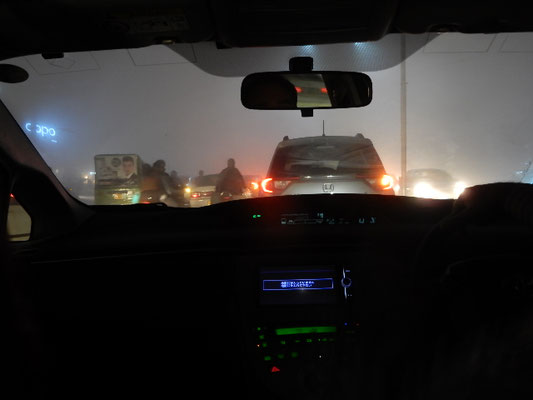 The main road when driving to my friend's house in the night. 知り合いの家に向かう途中の大通り