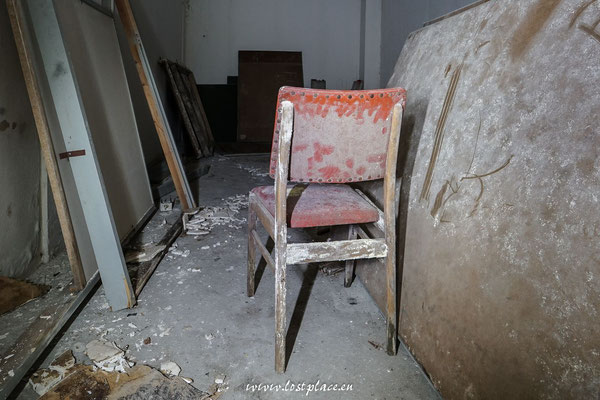 Vermodernde Stühle