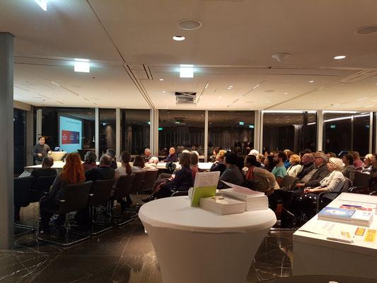 钟文君博士2018年1月12日在慕尼黑孔子学院为德国民众介绍中医药