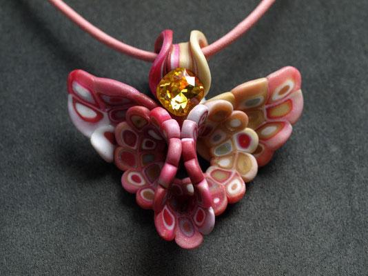 天使ペンダント2009-3 ポリマークレイ、ガラスビーズ 6×6.5×2.5cm 2009