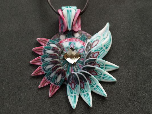 天使ペンダント2009-5 ポリマークレイ、ガラスビーズ 8×6.5×1.5cm 2009