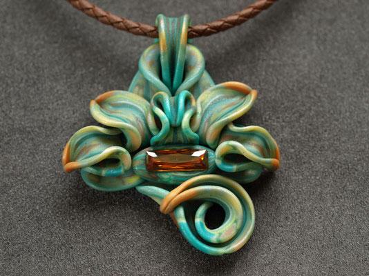 ナーガ(蛇神)ペンダント2009-3 ポリマークレイ、ガラスビーズ 6.5×5.5×1.5cm 2009