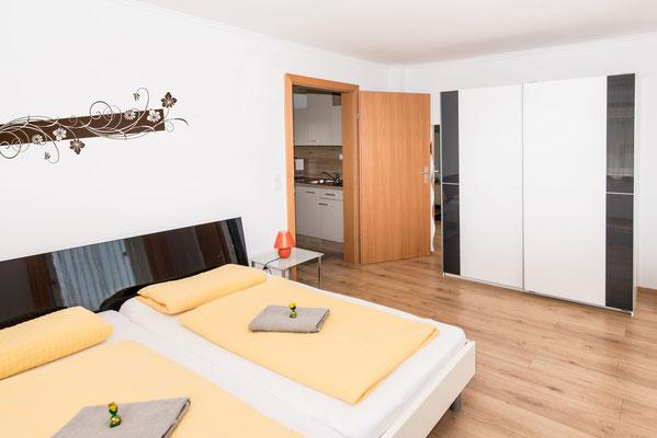 Schlafzimmer in unserem Apartment/Ferienwohnung mit Frühstücksbuffet in Spielberg in der Nähe des Red Bull Rings - Ferienwohun-Zimmer Yassi