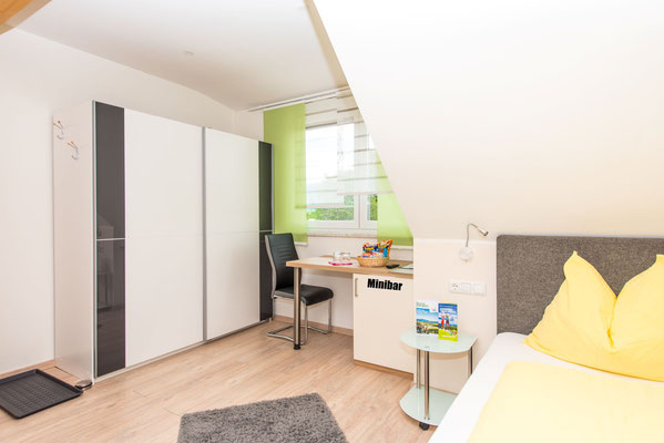 Moderne, helle Zimmer in Spielberg in der Nähe des Red Bull Rings bei Ferienwohnung-Zimmer Yassi